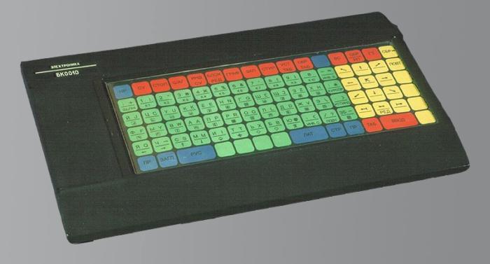 1433570334 d98a0d4c36821bddee840617a9ce2c7d - Советский персональный компьютер Электроника БК–0010 с мембранной клавиатурой 1983 года