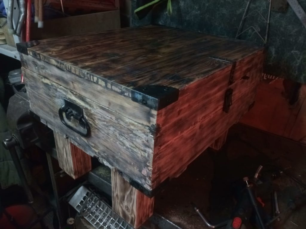 Сундук из старого оружейного ящика