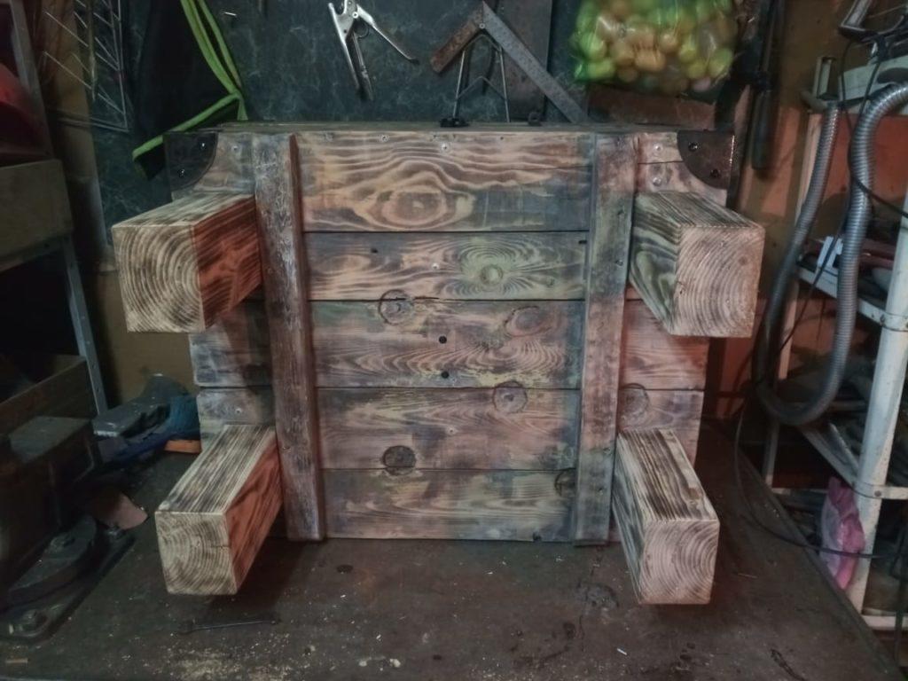 Вторая жизнь сундука, превращение старого оружейного ящика в предмет мебели